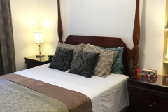 Toronto-High-Park-Bed-and-Breakfast-Oak-02